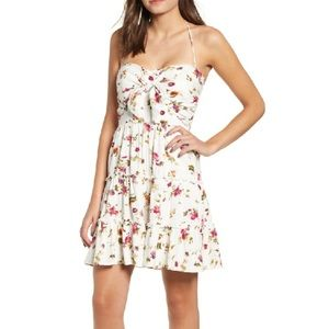 NWT WAYF Calabria tier ivory floral mini dress❤️
